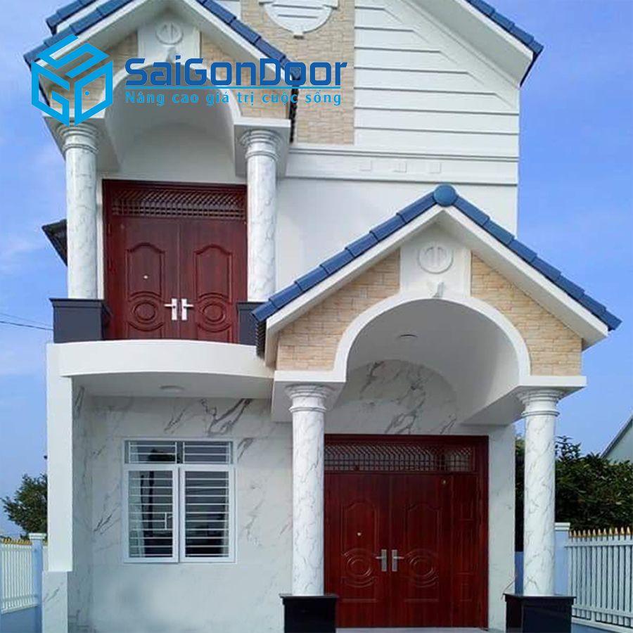 Biệt thự dùng cửa thép vân gỗ